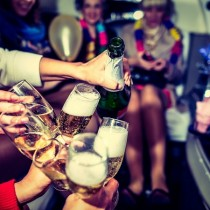 hen-party-with-champagne-86761292
