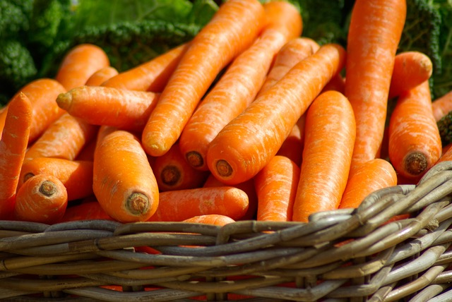 carrots-basket-vegetables-market-37641